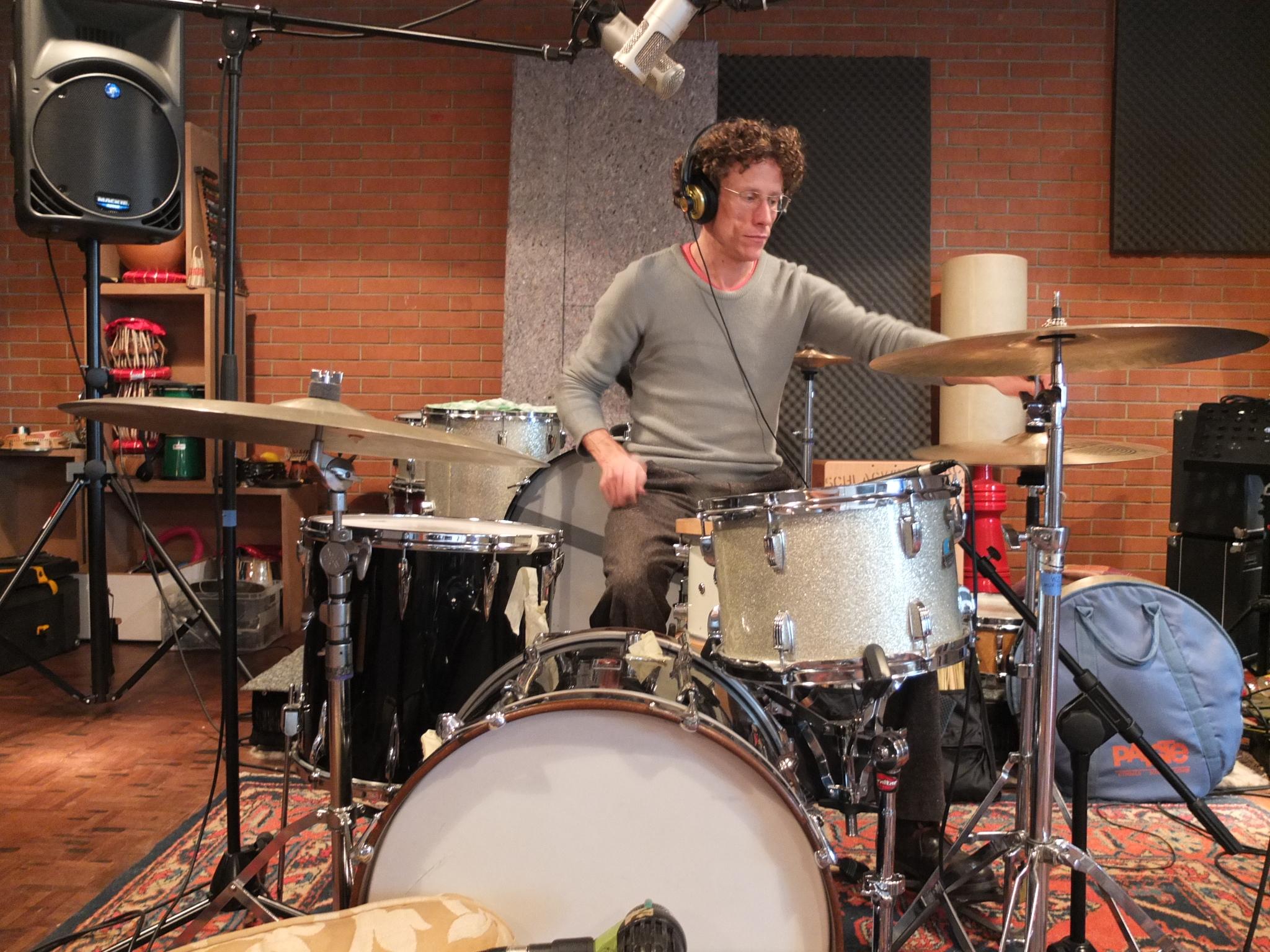 Samuel Baur, diesmal am Schlagzeug